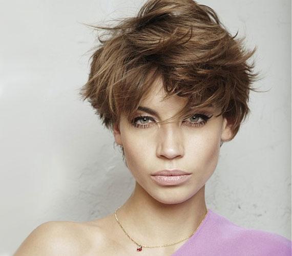 Kócos, bolondos haj, amit összevisszasága ellenére nem árt, ha jó fodrászra bízol, hogy csak a hatás legyen kócos.