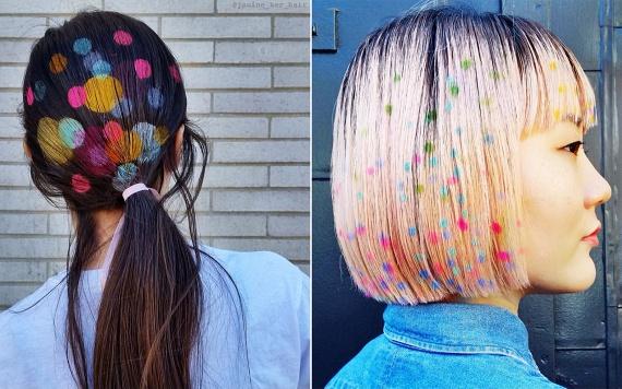 A bloggerek nemcsak csillámmal, de stencilmintákkal is szívesen díszítik a frizurát, melyek valószínűleg az első lenge fuvallatig vagy fésülködésig őrzik meg izgalmas kontúrjaikat, és legfeljebb a fotókon mutatnak valamelyest jól.