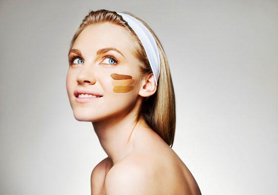 Sötét alapozóAlapozóknál az első számú szabály, hogy olyat vegyél, ami arcbőröd színével azonos, vagy annál egy kicsit világosabb. Ha sötétebbet veszel, mint amilyen az arcbőröd, az nemcsak rosszul mutat, de még öregít is.