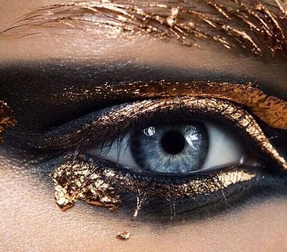 A képen egy extrém példa látható, de remekül példázza azt, hogy az arany csodálatosan működik a kék szemekkel.