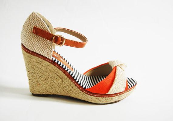 A klasszikus szalmatalp talán soha nem megy ki a divatból. A teletalpú cipők ráadásul kényelmesek is. Asia Center/MK Áruház, 3900 forint.