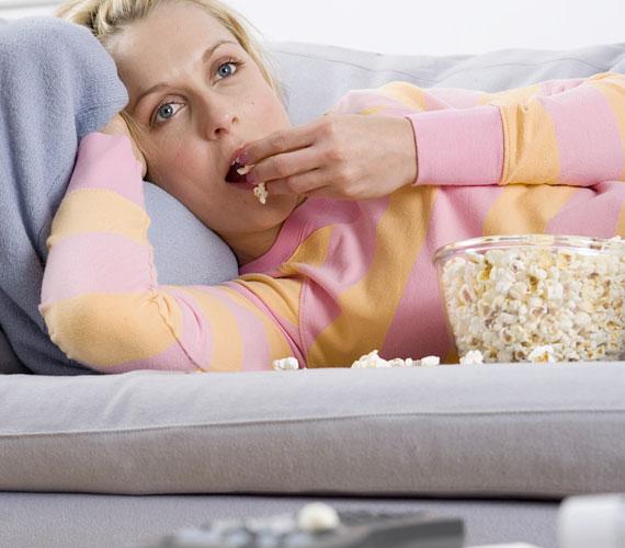 A mozgásszegény életmód, a lassú vérkeringés is ronthat a helyzeten. Elég napi fél óra intenzív mozgás, hogy már másnap lásd a tükörben a változást a bőröd állapotában. Arról nem is beszélve, hogy jobban fogsz aludni, ha rendszeresen mozogsz.