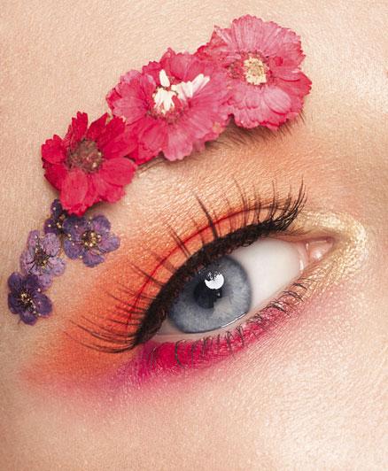 Elsőre extrámnek tűnik, de finoman alkalmazva a narancssárga csodálatos hátteret ad a kék szemeknek, melyek világítani fognak.