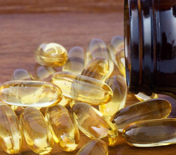 Néhány vitamint, mint például a C-vitamint reggel jó bevenni, mert felpörget. A B-vitaminok és a magnézium viszont megnyugtatják az idegeket, így másfél órával lefekvés előtt érdemes bevenni őket. A halolajkapszula rendszeres esti szedése pedig segít a ráncokon.
