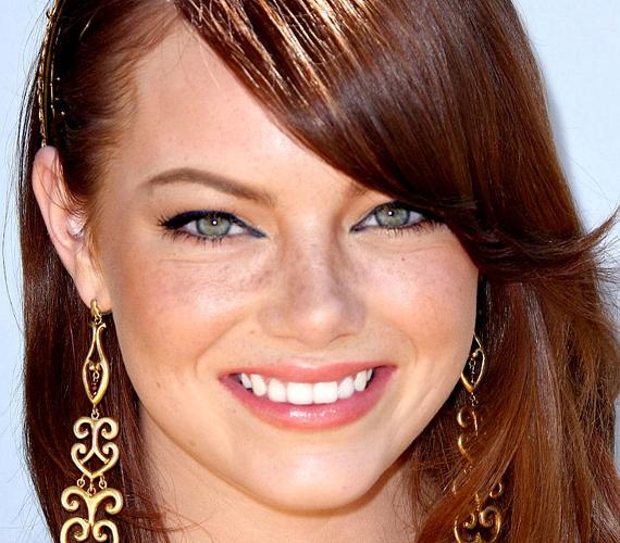 Akinek olyan világos bőre és vörös haja van, mint Emma Stone-nak, annak nem ismeretlen a szeplő fogalma.