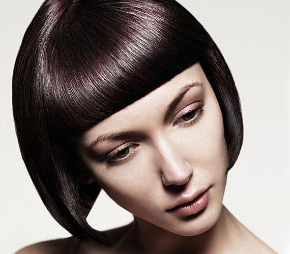 Ha egyenes a hajad, akkor jó ötlet a Kleopátra-fazon, ellenkező esetben a beszárítás nem biztos, hogy gyorsan megy.