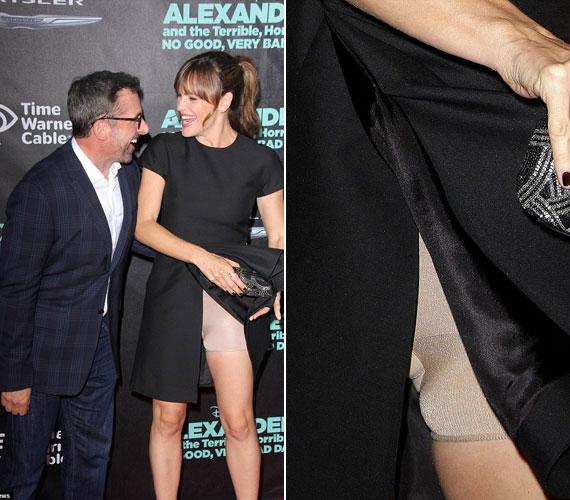 A legutóbbi áldozat Jennifer Garner volt, aki rafinált szabású ruháját véletlenül megemelte egy filmbemutatón.