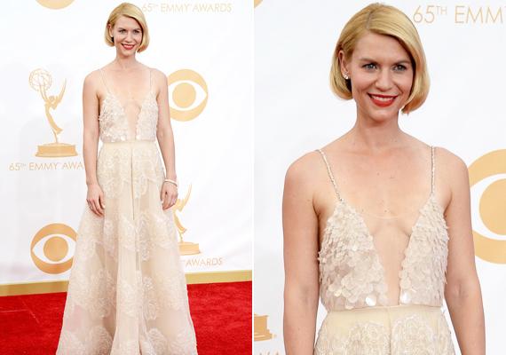Érthető, hogy Claire Danes kisfia születése után büszke az alakjára, de ez a ruha nem volt nyerő választás, ugyanis kiemeli, mennyire megereszkedett a színésznő amúgy is pici melle a szoptatástól. Kicsit kevesebb dekoltázs egészen stílusos lehetett volna.
