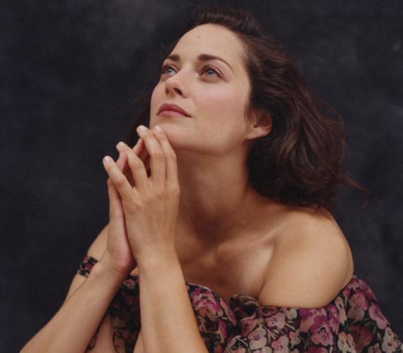 Ez a kép Marion Cotillard-ról az olasz Vanity Fairben jelent meg 2010-ben. Sugárzik róla a színésznő természetes szépsége.