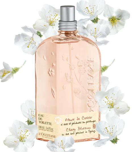 L'Occitane Cherry Blossom  Ha imádod tavasszal a cseresznyevirág kavargó fehér szirmait, melynek a japánok külön ünnepet szentelnek, akkor nehezen állsz majd ellen a Cherry Blossomnak. Lágy, friss és virágos illat a cseresznye, frézia és fekete ribizli harmóniájával. 100 ml 10 750 forint.