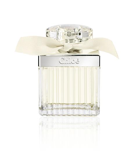 Chloé Eau de Toilette A Chloé-hármas utolsó tagja, illetve a legfrissebb változata is egyben. Üde, mint egy harmatos, bimbós rózsa, így remek választás a melegebb időszakra. Ha nem tudsz ellenállni a rózsa érzéki illatának, válaszd ezt az illatot. 50 ml 24 100 forint.