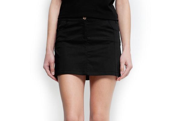 A klasszikus fekete mini egy nő ruhatárából sem hiányozhat. 4995 forintba kerül a Mango nőies darabja.