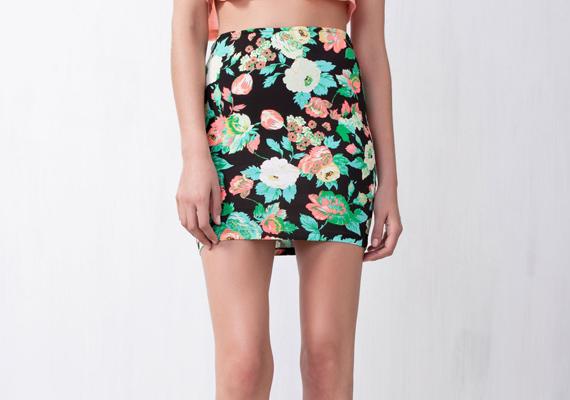 A virágminta romantikus külsőt kölcsönöz viselőjének. A Pull&Bear szoknyáját 3595 forintért szerezheted be.