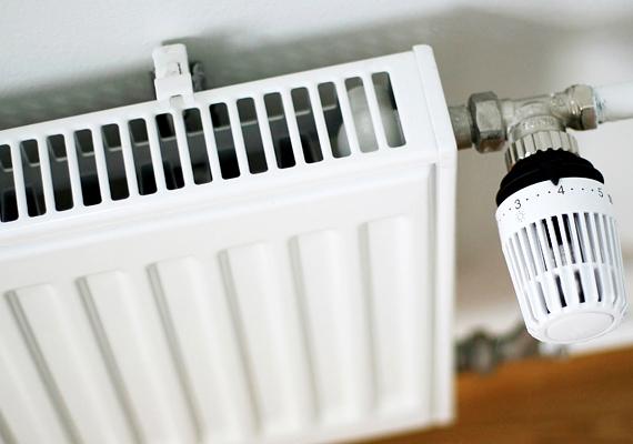 A fűtés mind az otthonodban, mind a munkahelyeden szárazzá teszi a levegőt, és ezzel a bőrödet is. Hogy enyhíts ezen, szerezz be egy párásítót.