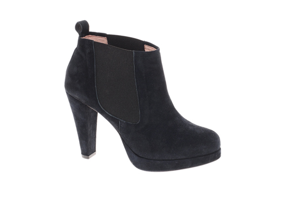 A fekete bokacsizma örök sláger, nadrággal, szoknyával, ruhával is hordhatod.