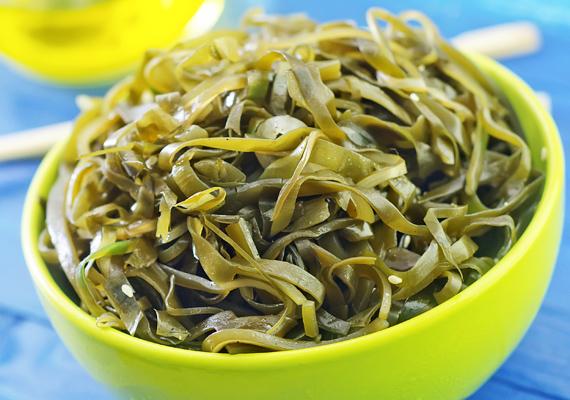 Az alga - regeneráló hatásának hála - elbánik a már kialakult kisebb ráncokkal, tisztító és méregtelenítő hatása miatt rendkívül népszerű összetevője az öregedésgátló kozmetikumoknak. Emellett a szervezetre is jótékonyan hat.