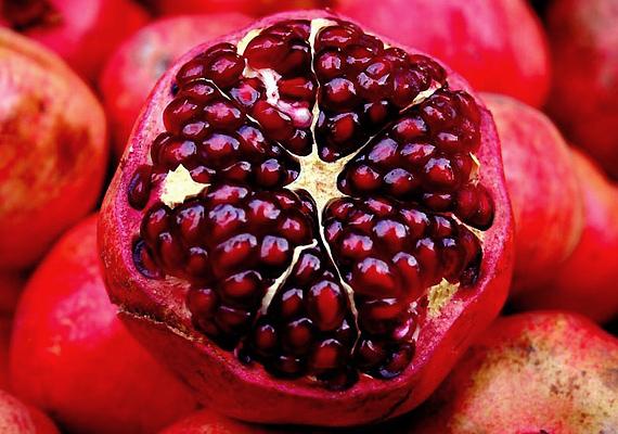 A gránátalma antioxidáns-tartalma gátolja a sejtek oxidációját, de vitamintartalma sem elhanyagolható a bőr szempontjából.