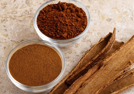 A fahéj a bőrre érintkezve vérbőséget okoz, valamint fokozza a nyirokkeringést. Őrölt fahéjból nagyszerű zsírégető radírt készíthetsz, csak arra figyelj, hogy előtte teszteld le, nem okoz-e irritációt. Kattints a receptért!