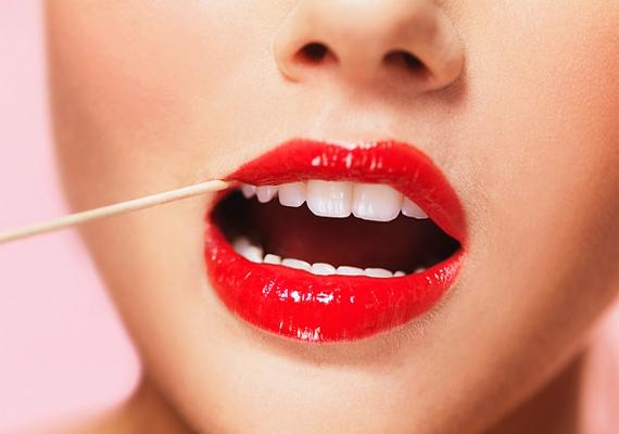 Mimi Dorsey szerint azonban egy bogyósgyümölcs-színű szájfény is sokat dob a megjelenésen, még ha sápadt is vagy, az erőteljes árnyalat felpezsdíti látszatra az arcod vérkeringését.