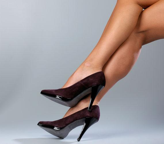 Sajnos a szép vonalú, magas sarkú cipőnél még nem találtak ki jobb lábnyújtót.