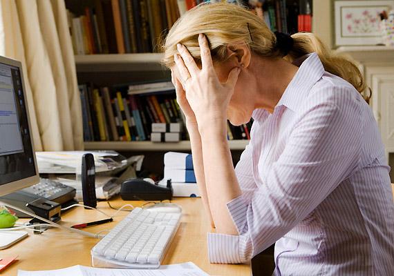 Állandó stresszérzet                         A stressz fokozza a sejtek öregedését, huzamosabb ideig való fennállása pedig krónikus fáradtságot idézhet elő, amely által sokkal idősebbnek érezheted magad a valós korodnál. A következőket teheted ellene: jógázz vagy menj el futni minden nap, akár csak 20 percet, hogy kiadd magadból a feszültséget.