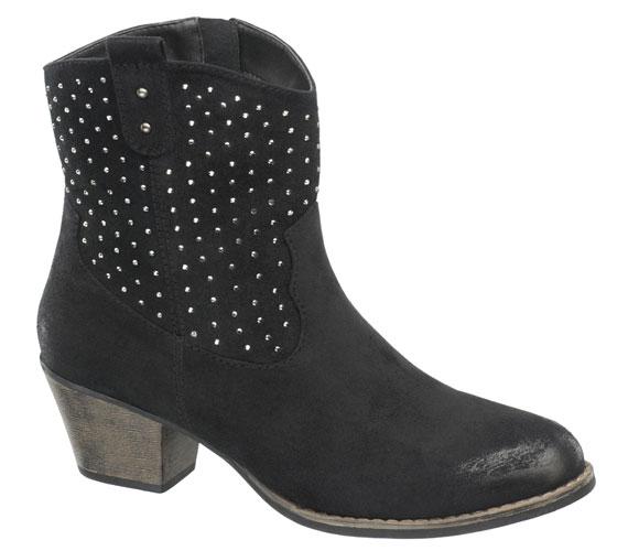 Idén jó, ha beruházol egy rockos-westernes magas szárú cipőbe vagy alacsony állású csizmába, ki minek látja. Ebben a fekete csizmában könnyen kiélheted a rockos énedet, 7990 forintért.