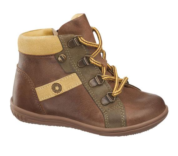 Praktikus fűzős cipő, magas szárral, bőrből, 12 990 forint.
