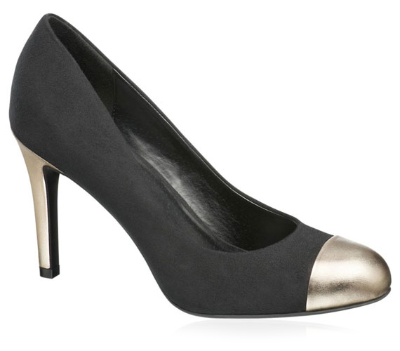 Egyre népszerűbbek a fémrátétes cipők, ez az egyszerű cipellő 6990 forintba kerül.