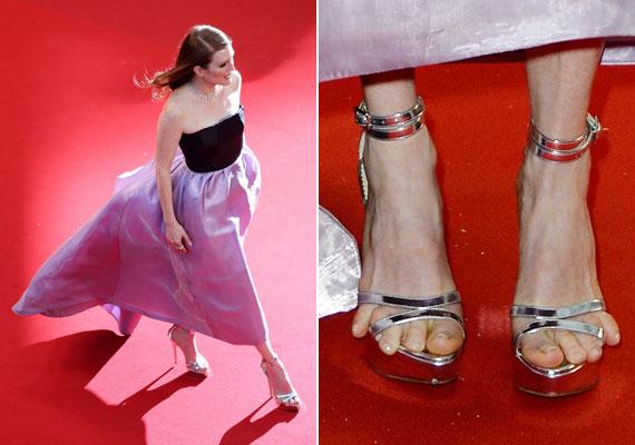 Julianne Moore fantasztikusan néz ki, de nem ártana, ha a méretében készült cipőt viselne.