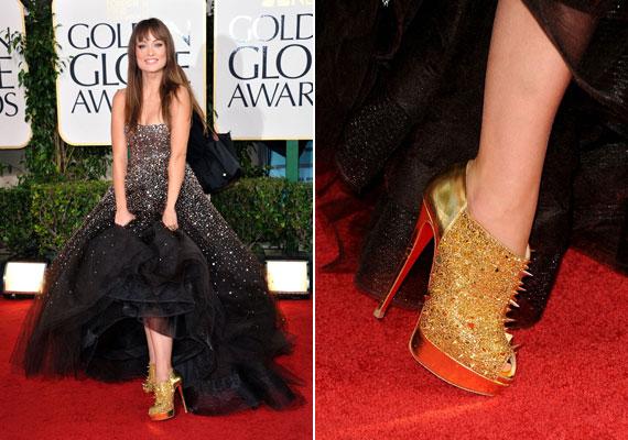 Olivia Wildnak úgy látszik, tetszik a szegecses divat, de az arany és a sok tüske egy picit túl sok.