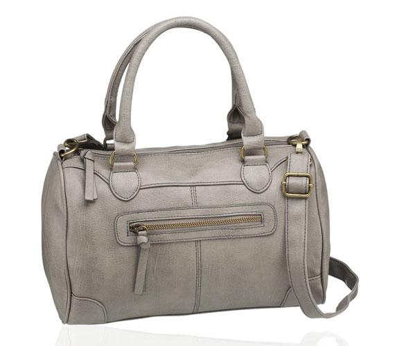 Hasonló, de egyszerűbb ez a szürke táska, ami tökéletes az irodába. 4990 forintba kerül.