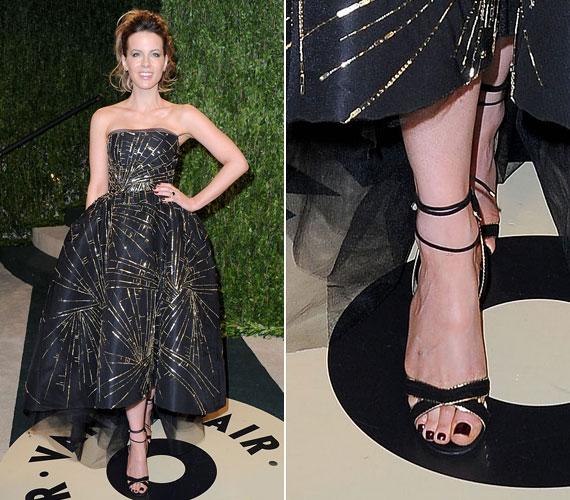 Kate Beckinsale fekete-arany cipője tökéletesen passzol a ruhájához.