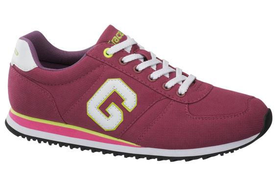 A college stílus még mindig nagyon divatos, szeptemberben pedig különösen előtérbe kerülhet, és jó kiegészítője lehet egy vidám színű cipő. Ez a bordó darab 5990 forintba kerül.