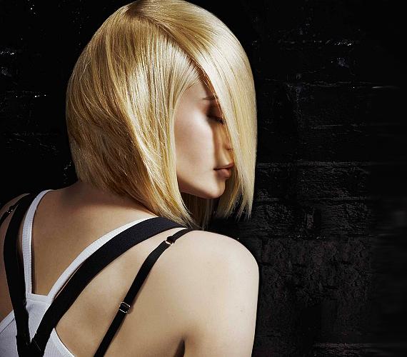 A rövidebb-hosszabb rétegekből álló Kleopátra-fazonnal sem kell sokat törődnöd. A rafinált vágások már eleve helyükre igazítják a szálakat, és tömörebbnek mutatják a frizurát, így a formázást gyakran elhagyhatod, ha nincs rá időd.