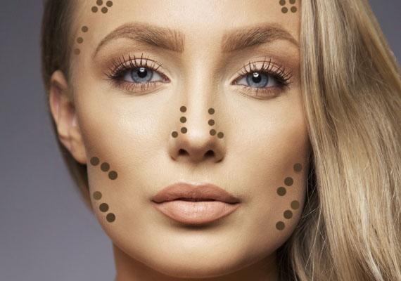 Ha nagyjából egyforma szélességű a homlokod és az állad, akkor jó eséllyel szögletes arcformád van. A kontúrozás célja ilyenkor az, hogy lágyabbá tedd a vonásaidat. Ehhez főként az arcod éleit kell lekerítened, valamint az orrodat árnyékolnod.