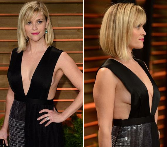 Reese Witherspoon két szélesebb szalagot használt ruhafelsőrész gyanánt. Állítólag babát vár, ezért akarta elterelni a figyelmet a hasáról a most olyan divatos mellszélt villantó szabással. Sikerült neki.
