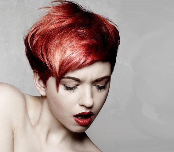 A vörös hajat szőkével kombinálva csodaszép fényjátékot lehet elérni.