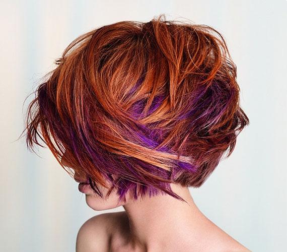A vörös hajat kombinálhatod más színekkel is.