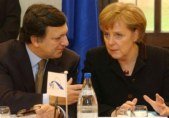 Hivatalba lépése után az Európai Bizottság korábbi elnökével, José Manuel Barrosóval tárgyal, még 2005-ben.