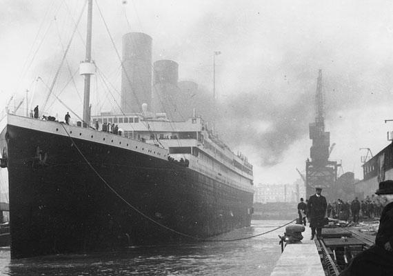 A Titanic építője, Thomas Andrews Jr. is a hajó fedélzetén volt, amikor az első útján, 1912. április 14-én jéghegynek ütközött. A hajó konstruktőre egyike volt a balesetben elhunyt 1496 áldozatnak.
