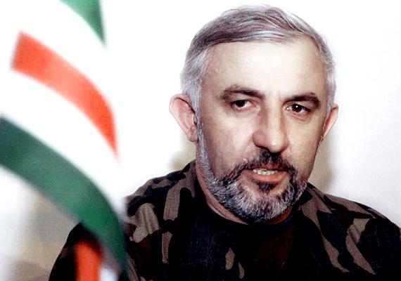 Aslan Maskhadov a csecsen szeparista mozgalom vezetője volt, később ő lett az Iskeriai Csecsen Köztársaság harmadik elnöke. 2005-ben halt meg, miközben a gerilla-ellenállást vezette az oroszok ellen.