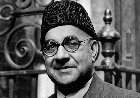 Liaquat Ali Khan Pakisztán miniszterelnöke volt, ugyanakkor ő lett India első pénzügyminisztere is. India és Pakisztán függetlenségében óriási szerepet játszott. 1951-ben egy nyilvános muszlim gyűlésen kétszer mellkason lőtték.