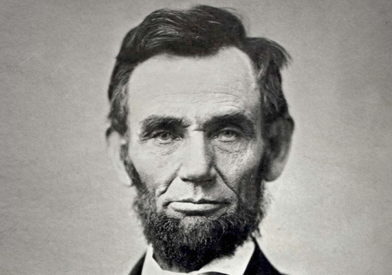 Abraham Lincoln a 16. amerikai elnök volt - és a mai napig a nemzeti elkötelezettség jelképe az USA-ban. Egy színházi előadás alatt gyilkolta meg John Wilkes Booth. Az elnök a páholyból a színpadra esett, a golyó az agyát érte, azonnali halált okozva.
