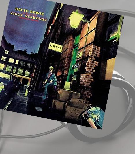 David Bowie: The Rise And Fall of Ziggy Stardust And The Spiders From MarsAz igencsak kilométeres nevű album David Bowie 1972-ben megjelent, egyik leghíresebb lemeze. A borítófotót Brian Ward készítette a londoni Heddon Streeten. Az eredetileg fekete-fehér felvételt utólag színezték ki a különleges hatás érdekében. Az album borítóján eredetileg az Azért készült, hogy teljes hangerőn hallgasd felirat is szerepelt, a kiadó ezt azonban az 1999-es kiadásról már eltávolította.