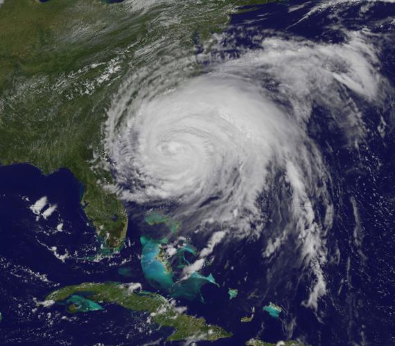 Az augusztus 26-án készült felvételen az Irene hatszáz mérföld széles felhőtakarója az USA keleti partjának egyharmadát beborítja.