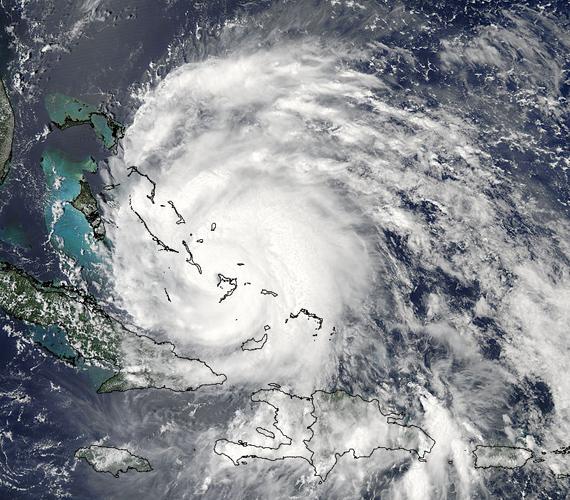 A NASA egyik műholdjával készített fotó augusztus 24-én örökítette meg az Irene-t, amikor a hurrikán szeme a Crooked-sziget fölött volt.