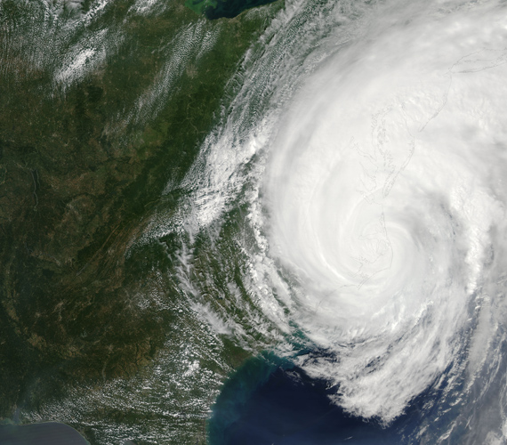 Augusztus 27-én délután az Irene-hurrikán központja Észak-Karolina keleti része fölött volt.