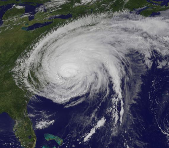 Augusztus 27-én a hurrikán elérte Cape Lookoutot, külső részei pedig New Englandre is kiterjedtek.