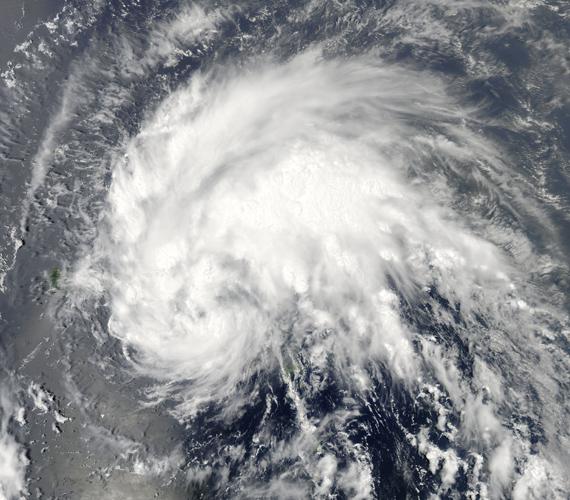 A fotó 2011. augusztus 21-én készült, akkor, amikor az Irene még csak egy trópusi vihar volt, nem messze Puerto Ricótól.