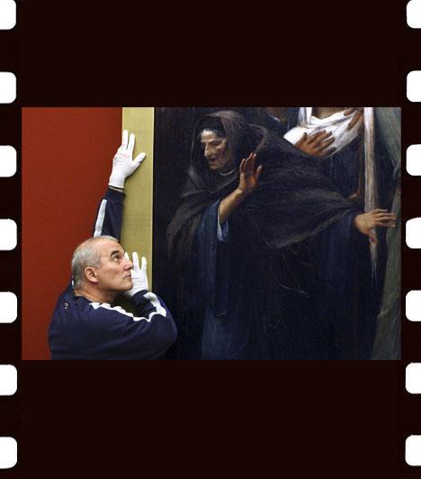 Székelyhidi Balázs: Betolakodó  A Magyar Nemzeti Galéria munkatársa a helyére igazítja Munkácsy Mihály Ecce Homo című festményét. A kép művészet - egyedi - kategóriában második helyezést ért el.